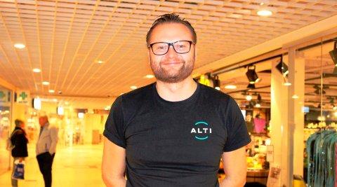FORNØYD: Bjørn Gunnar Standal Darre blir senterleder både ved ALTI Brotorvet og ALTI Kragerø framover. Kjøpesenteret på Stathelle har hatt en jevn omsetningsøking de siste årene. Det er 64 butikker og totalt 91 leietakere i kjøpesenteret.