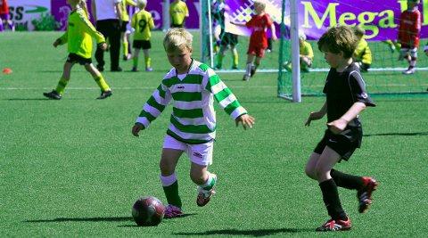 BARNEIDRETT: Barneidrett er viktig for folkehelsa. Her et arkivbilde fra den årlige fotballcupen på Pors stadion, som i år er avlyst.