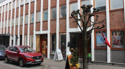 – Flyttingen av kommunale tjenester som i dag har tilhold i Sentrumsgården i Langesund, vil ikke påvirke Sentrumsgården som kulturarena i kommunen i årene fremover, sier kommunedirektør Geir Bjelkemyr-Østvang.