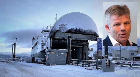 Bjørnar Skjæran (innfelt) har jobbet for å halvere billettprisene på fergene i løpet av fire år. Nå er han glad for at fem opposisjonspartier er enige om et forslag for å redusere fergetakstene allerede i år.