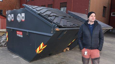 - Vi må tenke nytt rundt hånderting av søppel rundt Gruben barneskole, sånn at det ikke blir like lett å starte en brann inntil skolebygget, sier rektor Geir Åge Helgå.