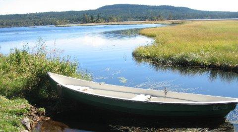 MER TILSYN: Statens naturoppsyn har varslet at de vil gjennomføre flere tilsyn på Brumundsjøen for å se om det er noen som bruker motorbåter. Arkivfoto