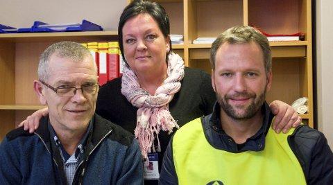 Etter at Huhtamaki la ned fabrikken i Hønefoss, mistet Oddmar Volden (til venstre) og Dan Karlsen jobbene sine. De arbeider i dag ved Hvalsmoen transittmottak sammen med mottaksleder Tove Brorson. – Industrien i Ringerikerike er ikke det den en gang var. Liker man folk, er dette en flott arbeidsplass, sier Karlsen.