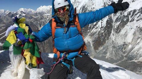 TOPPEN: Stine Rindal (19) har gått en lang fjelltur.