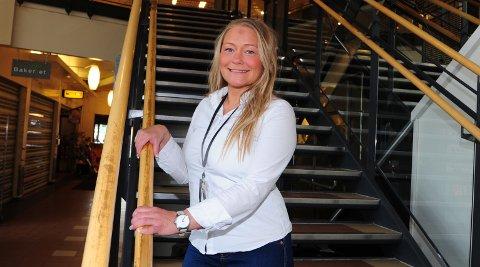 SÅRBART:En syk butikkansatt kan være nok til at en hel butikk plutselig må stenge, sier senterleder Lene Eriksen i Mosenteret.