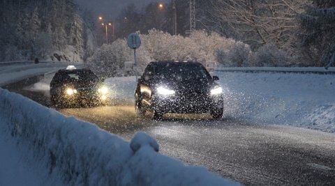På landsbasis hadde 3,9 prosent av bilene involvert i uhell sist vinter sommerdekk.