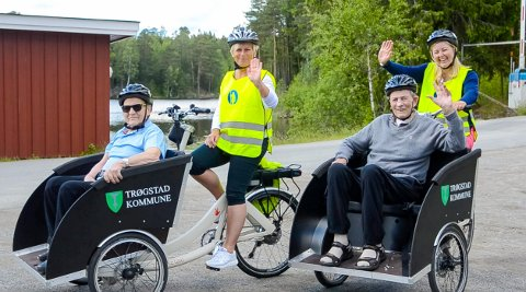 Trøgstad kommune har flere elektriske rickshaw-sykler. Nå trenger de nye piloter.
