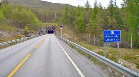 STENGT: Rv 5 Amlatunnelen mellom Kaupanger og Mannheller ferjekai er stengt.