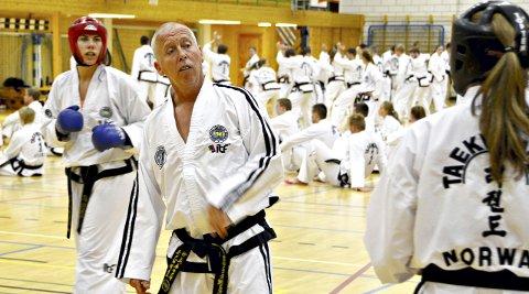 Verdens beste: Master Willy Van de Mortel er verdens beste trener, og han skryter av arbeidet som Kjell Gunnar Polden og Surnadal gjør.