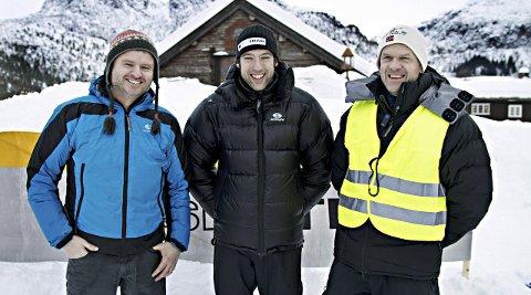 Nils Ove Bruset (til høyre) og Gudmund Kårvatn (til venstre) er klare for nok et NM i randonee. I midten Ola Berger fra forbundet i et tidligere renn.