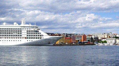 Kristiansund er en av byene langs kysten som ofte har besøk av cruiseskip.