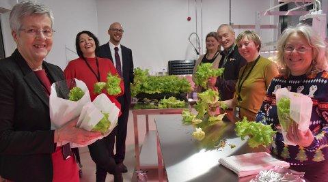 Pakket salat: (Fra venstre): Turid Tveit, Linda Thorstein, Christian Bjørke, Kari Lise Svaleng, Kjell Rune Haugland, Cecilie Ausland ogAnne Margrethe Aanestad. Foto: A.D.