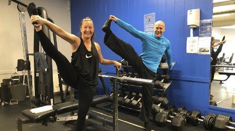 Myke: Cecilie og Jørn (pluss Jørns kone Aslaug) skal samarbeide i Tvedestrand. Både Cecilie og Jørn er glade i å trene, og begge er over gjennomsnittet myke. Foto: Siri Fossing