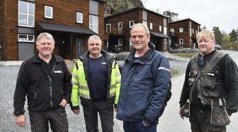 RTO Eiendom: Brødrene john og Kåre Olsen, Gunnar Storm Olsen og Rune Moen er godt fornøyd med at Svarttjennlia boligfelt nå er ferdig. Alle boligene er solgt.