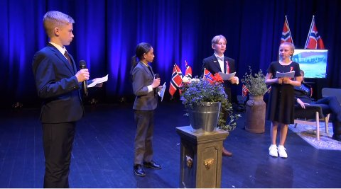 UNGE PROGRAMLEDERE: Bertheus Rosenlund Johansen og Xandro Hamre sto for barnas tale. Mikkel Lyshaug Haugen og Helle Nyhagen var programledere.