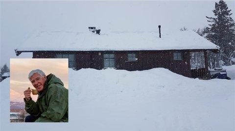 FIKSA DET FRA BAKKEN: Snøfritt tak hos Harald nå. Uten at han har satt sin fot der oppe. Begge foto: Harald Andris Hamre