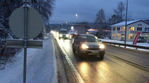 VENTER NEDBØR: Torsdag morgen kan det bli utfordrende kjøreforhold i forbindelse med at det er ventet en god del nedbør, samt temperaturer rundt null grader.