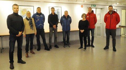 SKEPTISKE: Idretten frykter at anleggene vil forfalle når det blir vanskeligere å få kommunal støtte. Fra venstre John Vestengen (leder i idrettsrådet), Åse Marit Hansen (nestleder i idrettsrådet), Per Ole Thorsen (leder i HIL), Kjell Ove Skare (nestleder i skiskytterlaget), Terje Ryen (leder i Varpe BK), Tone S. Holme (leder i GIF), Geir Skari (lokallagsleder i Skiforeningen) og Erik C. Wollan (leder i NIL).