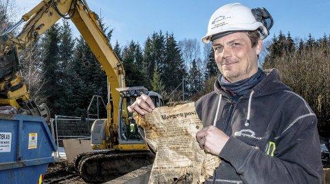 Mye rart i veggene: Forsiden av Morgenposten fant Ronnie Mannerud Kristiansen inne i en vegg da rottehuset ble revet.Foto: bonsak Hammeraas