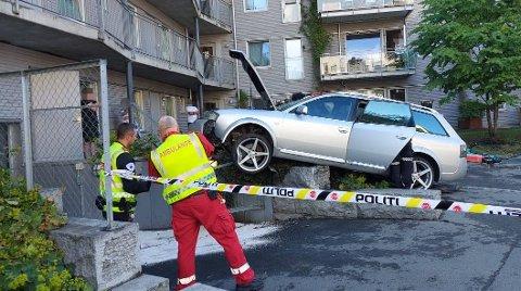 Bilen traff en bygning i Københavngata.