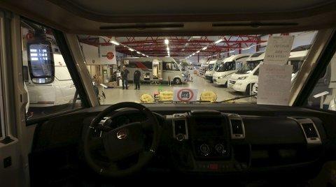 Øker: Salget av bobiler øker jevnt og trutt og det er en myte at bare rike pensjonister kjøper seg slike biler, sier salgssjef Hjalmar Fredriksen i Bodø Caravan.