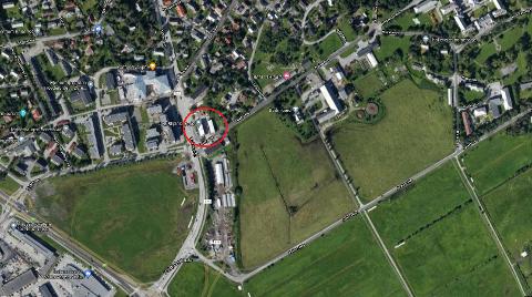 Attraktiv beliggenhet: Tord Kolstad har i mange år eid tomta i Rønvika, men sier tidspunktet først nå er bra for å bygge leiligheter. Skjermdump: Google