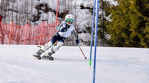 KJØRTE BEGGE DAGER: 10 år gamle Hedevig Arnesen viste hvor tøff hun er - i løyper som var tilpasset langt eldre NM-deltakere.