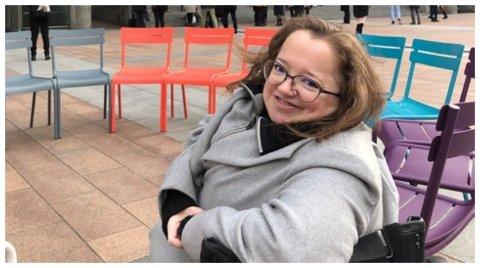 BLE LEVEVEI: Rebecca Tvedt Skarberg er utdannet sosionom, men jobber nå ved Nasjonalkompetansetjeneste for sjeldne diagnoser (NKSD). - Lidenskapen min ble etter hvert også jobben min, sier hun.