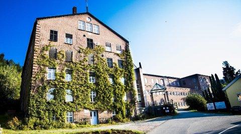 BOLIGPROSJEKT I SOLBERGELVA: I sju år har Solberg Spinderi Holding planlagt å gjøre om Solberg Spinderi til flere leiligheter. Nå er de i gang med salget, og foreløpig er seks av leilighetene solgt.