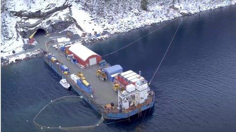 SLIK: Arctic Mineral Resources (AMR) har tatt kontakt med Sunnfjord kommune for å få laga reguleringsplan for gruveprosjektet sitt i Vevring. Bildet nedanfor, som viser konstrusjonen av eit småkraftanlegg i Fjærland, viser korleis selskapet ser føre seg å drive.