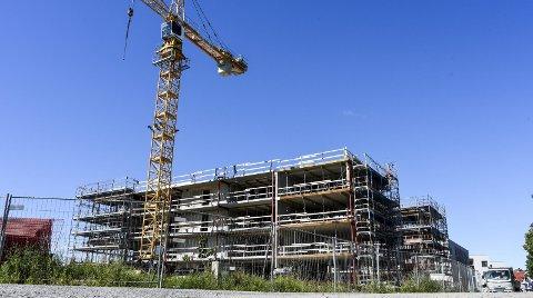 Kostbart: Gamle Stadion på Holmen var ett av prosjektene som kommunen nå må betale tilbake moms for. I disse dager reises enda flere nye boliger på området. 8FOTO: Kent  Inge Olsen