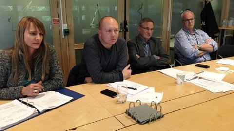 – KRITIKKVERDIG:  Fra venstre Kristine Høgseth (MDG), Jan Frode Hanssen (Frp), Terje Alvheim (Ap) og Terje Moland Pedersen (Ap) var alvorstynget i kontrollutvalgets møte.