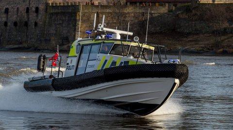 Politiets nye superbåt er daglig ute i skjærgården for å kontrollere hummerfisket.