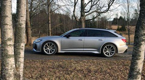 Audi RS6 er et av råskinnene som kan komme som ladbar hybrid. Dermed blir avgiftene lavere og bilen billigere.