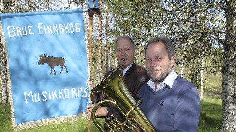 JUBILEUM: John Holgersmoen (til venstre) og Dag Raaberg har vært med i Grue Finnskog Musikkorps i mange år. Dag ble med like etter starten, John ble med fra første dag.