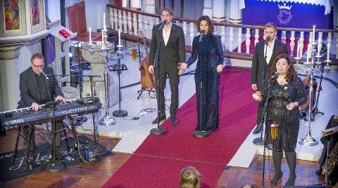 God jul: Trond Lien, Gaute Ormåsen, Trine Rein, Christian Ingebrigtsen og Frøydis Grorud skapte magisk julestemning med sin konsert Julenatt. Bilder: Jens Haugen