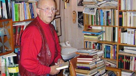 BOKGAVE: Juel Stubberud donerte for mange år siden sin egen omfattende boksamling til Eidskog kommune. Få vet hvor den befinner seg nå.