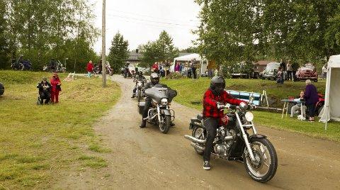 På tur: Nærmere 100 motorsykler og 140 veteraner tok turen innom Austmarkadagen etter en rundtur i distriktet.Bilder: Kjell R. Hermansen