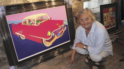 Glad: Elisabeth Høye Calmeyer i Galleri Gruset er glad og føler en stor ære i å ha en Pushwagner-utstilling i galleriet på gården. Bilder: Kenneth Mellem