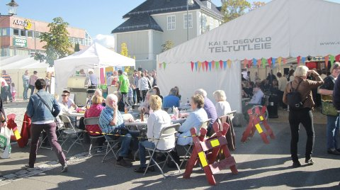 BRØD OG CIRKUS: Årnes sentrum mangedobler innbyggertallet når matfestivalen dras igang torsdag 20. september.