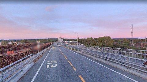 60-SONE: I 60-sonen omtrent ved krysset mellom riksvei 2 og E16 hadde politiet stilt seg opp. Foto: Google Maps