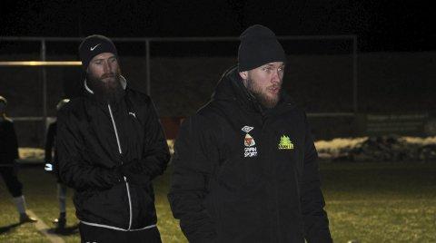 FØRSTEFIOLIN: Ole Petter Berget hadde med seg storebror Jo Inge som assistent på treningen tirsdag kveld.