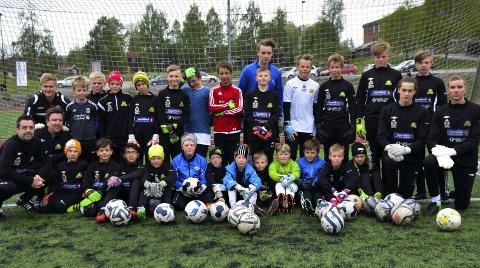 KEEPERDAG: Målvakter i alderen ni til 16 år deltok på keeperdagen i regi av Gran idrettslag.