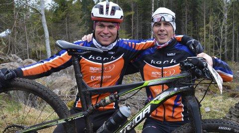 OVERBEVISTE STORT: Harestua-gutta Eskil Evensen-Lie (til høyre) og Emil Hasund Eid sikret dobbeltseier til Kloppa Offroadklubb på hjemmebane.