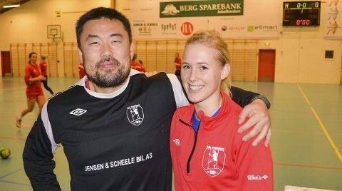 Blir med videre: Malene Staal, energisk bakspiller, innrømmer at trener Morten Holmen er hovedårsaken til at hun har forlenget avtalen med HK Halden.Arkivfoto