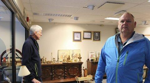 Tar lokalene i bruk: Arvid Hauge (t.v.) og Odd Arne Mala (t.h.) i Odda Lions Club skal lørdag ha loppemarked i de tidligere lokalene til Vinmonopolet.