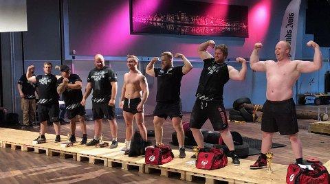 SJU STERKE MENN: Chris André Kvilhaugsvik fra Kopervik helt til venstre. Vinneren Richard Søyland til høyre. ALLE FOTO: JOAKIM ELLINGSEN