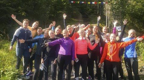 TRENINGSMÅL: For elevene på idrettslinja ved Mosjøen videregående skole er Reinfjellmarsjen et treningsmål. – Det blir i hvert fall 15 fra oss sier lærer Heidi Jenssen.