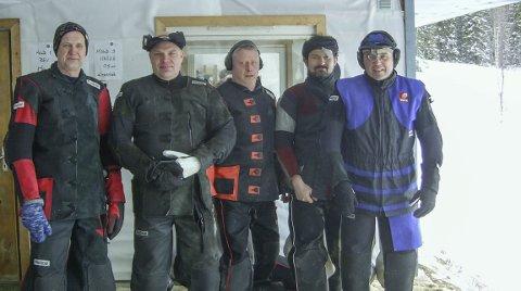 FINALE: Finaleskytterne på grovfelten samlet med vinneren i midten. Fra venstre Torfinn Govassli, Morten Eriksen, Øyvind Langø, Georg Storvik og Jøran Nordhuus.