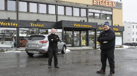 SAMMEN: Trenerne for Olderskog og Mosjøens A-lag jobber sammen på Byggern i Mosjøen. Kjell-Erik Påsche, OIL (t.v.) og Stefan Jenssen Johnsen, MIL.  Foto: Per Vikan